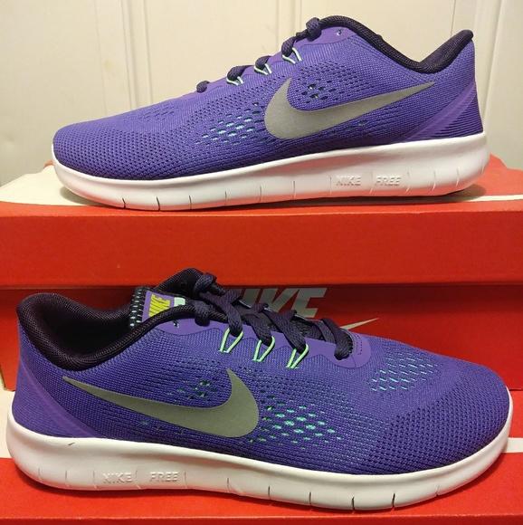 NEW Women's Size 8 Nike Free Run Shoes